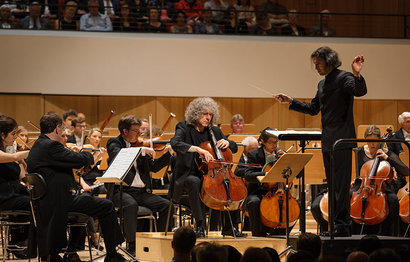 Steven_Isserlis_with_the_London_Philharmonic_Orchestra